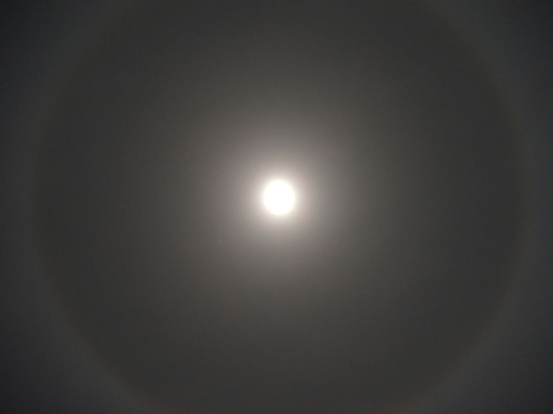Ring_of_the_moon_halo