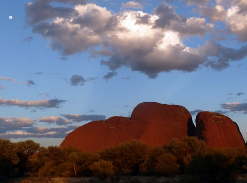 Kata Tjuta full moon